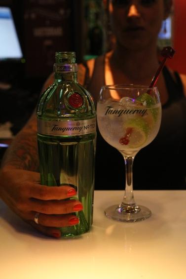 Eli Ruas nossa barwoman expert em Classic Cocktails