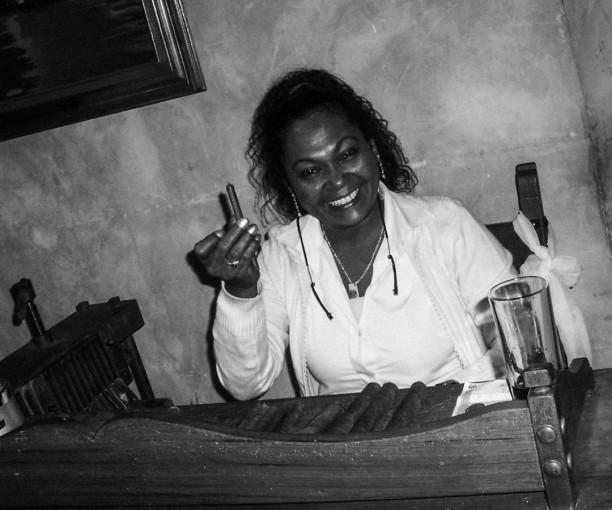 Women-Cigar-1