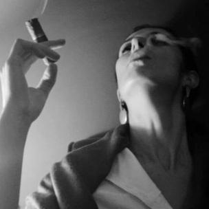 Priscila Roschel fumando em PB